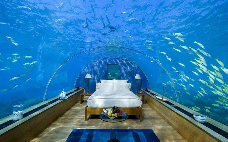 Căn phòng ngủ với nội thất đơn giản dưới lòng đại dương