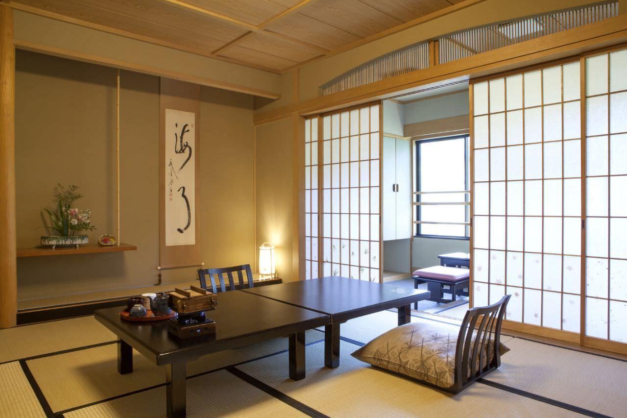 Phòng khách tối giản nhưng vẫn mang đậm nét văn hoá Nhật Bản trong từng món đồ