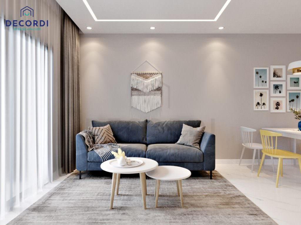 Không gian phòng khách nổi bật với bộ sofa màu xanh coban bọc vải êm ái