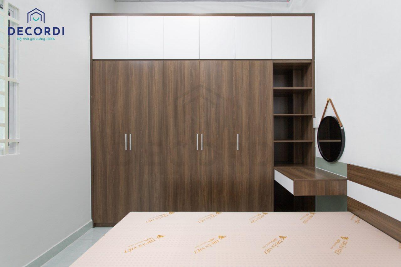 Tủ quần áo lớn có kèm bàn trang điểm gọn nhẹ