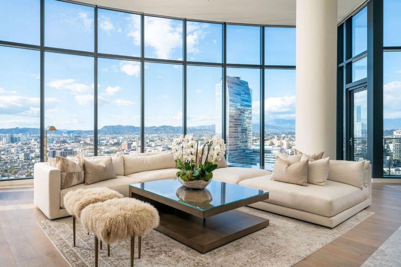 Thiết kế nhà có phòng khách thông tầng ở căn hộ penthouse