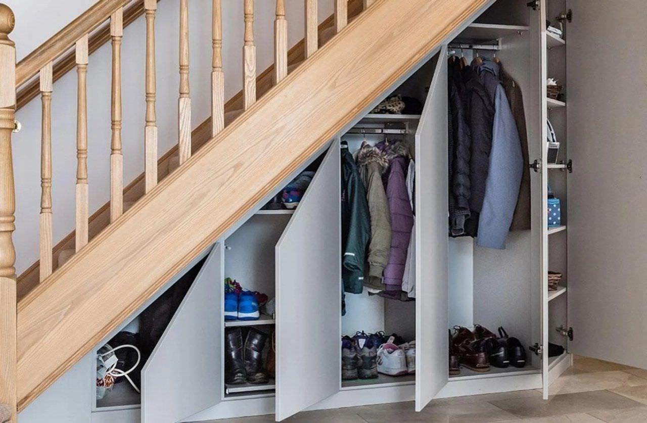 Tủ giầy gầm cầu thang kết hợp với tủ áo khoác